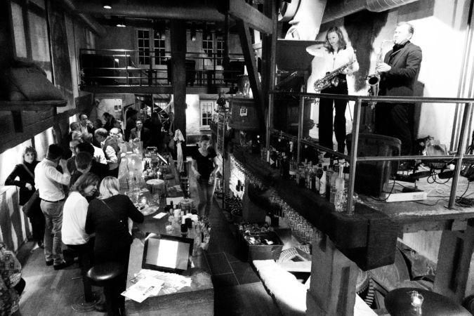 qn-bar-zuerich-vives-mister-und-mrs-saxr-live_18